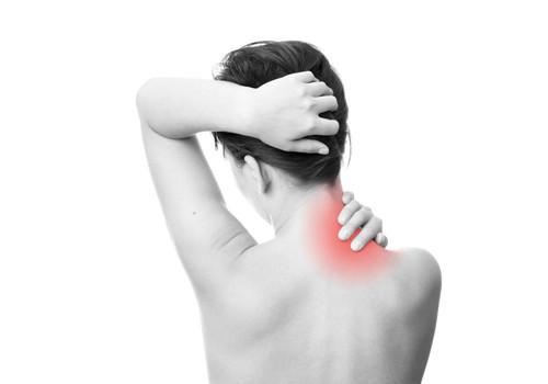 最荒谬的疗法 戴手铐散步治颈痛腰疼