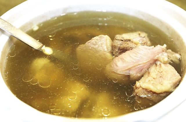 2,猪小肚煲薏米芡实汤