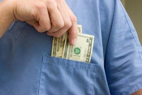 争议:医生工资到底该不该由政府买单?_健康资