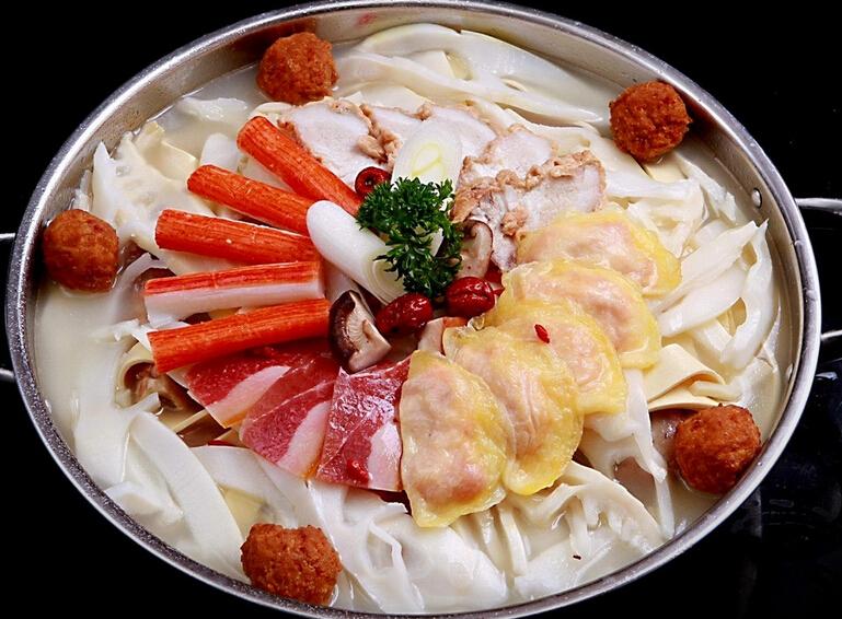火锅佐料不仅有肉,鱼及动物内脏等食物