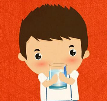 可爱动漫人物喝水图