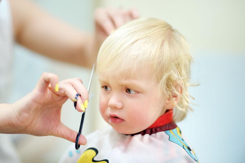 夸奖宝宝 每次宝宝剪完头发,不管过程有没有哭闹,都要拼命的夸他,对